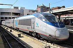 Acela Express 2031 im Bahnhof Boston South Station